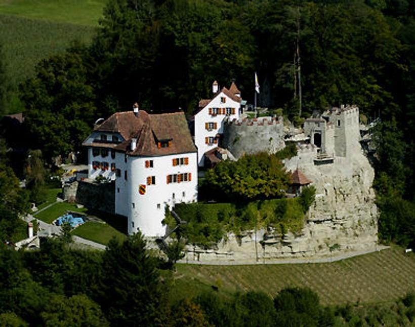 Wanderung Schloss Trostburg Schloss Liebegg // Besuch Hexenmuseum Schloss Liebegg