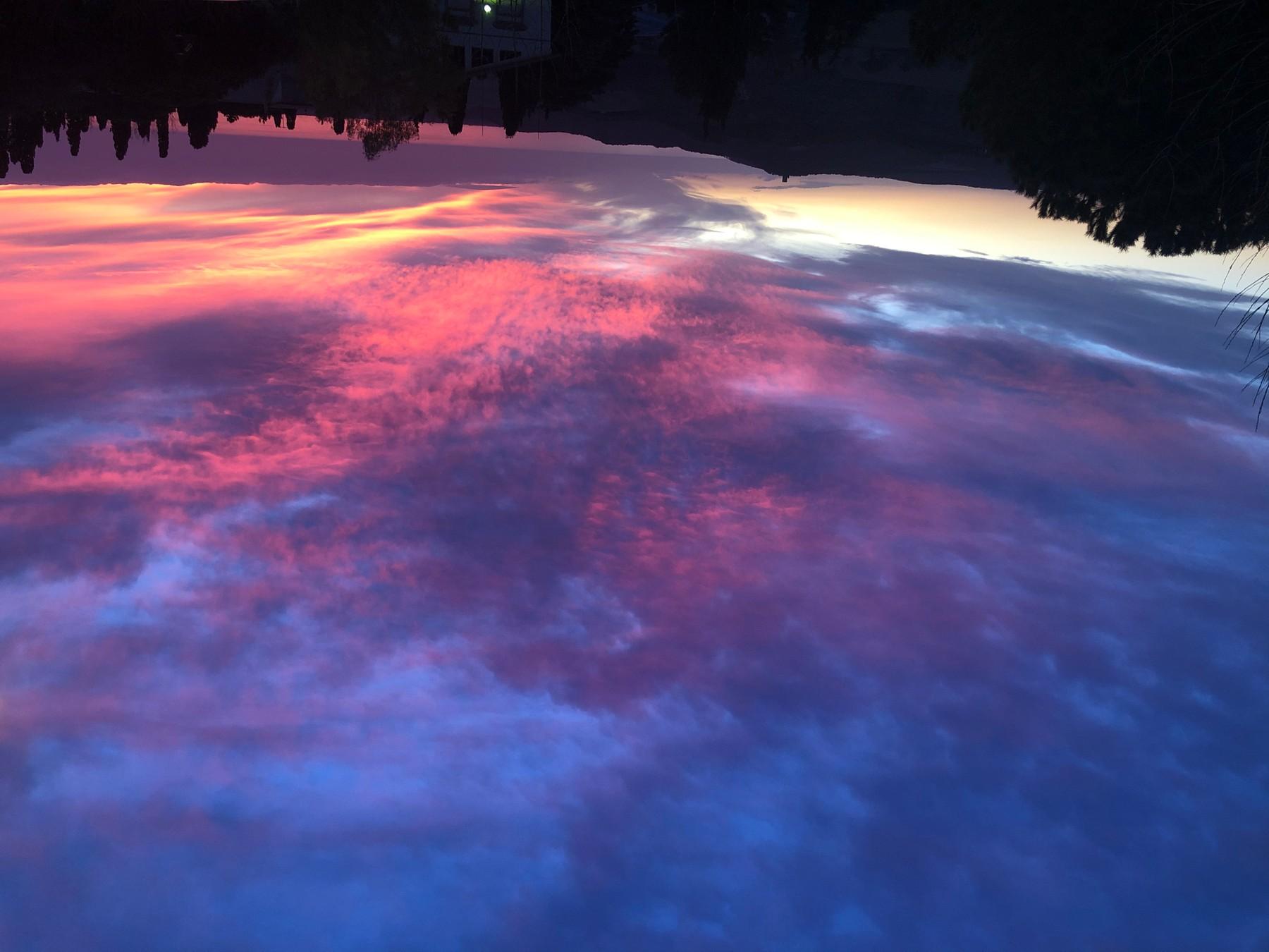 Die blaue Stunde im Roten Raum